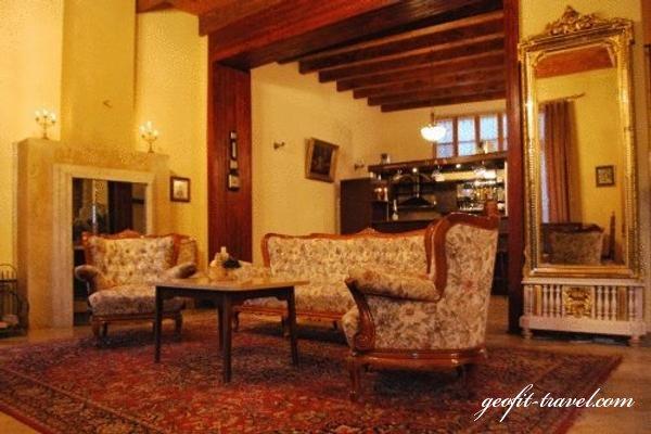 hotel royal n reisen nach georgien reiseveranstalter geofit travel reisen nach georgien. Black Bedroom Furniture Sets. Home Design Ideas